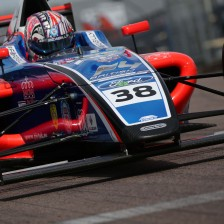 Caroline extends British F4 lead