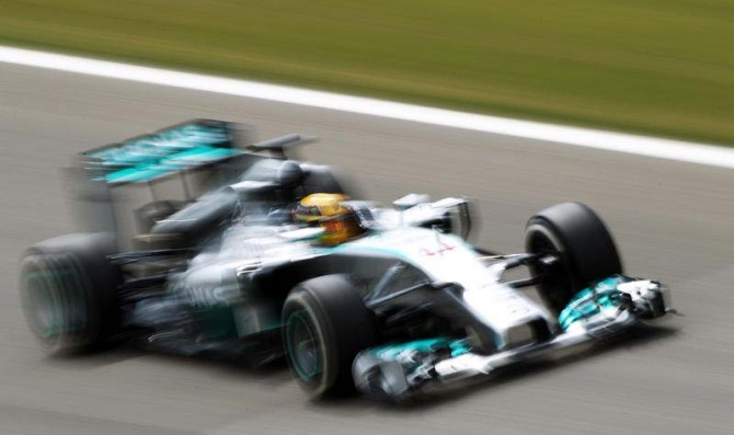 Mercedes' Hamilton tops final day