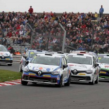 Morgan dominates at Brands Hatch