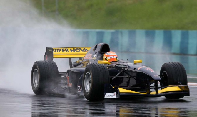 Pommer takes maiden Auto GP pole