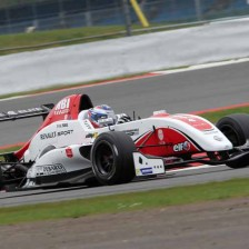 Amweg and Morris win at Silverstone