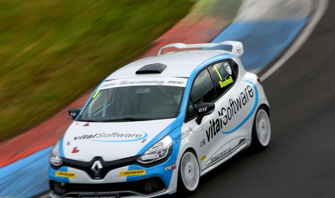 Bushell takes double pole at Knockhill