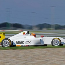 42 cars on ADAC F4 grid