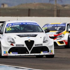 Alfa Romeo Giulietta claims first pole