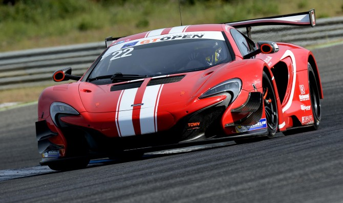 Rob Bell takes pole at Estoril