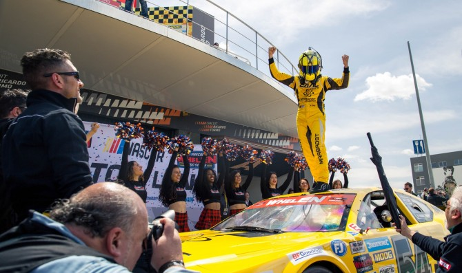 Alon Day grabs first win