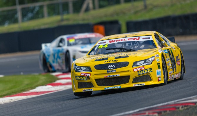 Day al top nelle libere a Brands Hatch